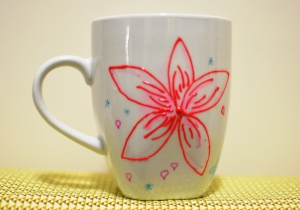 Red and blue flower mug 1